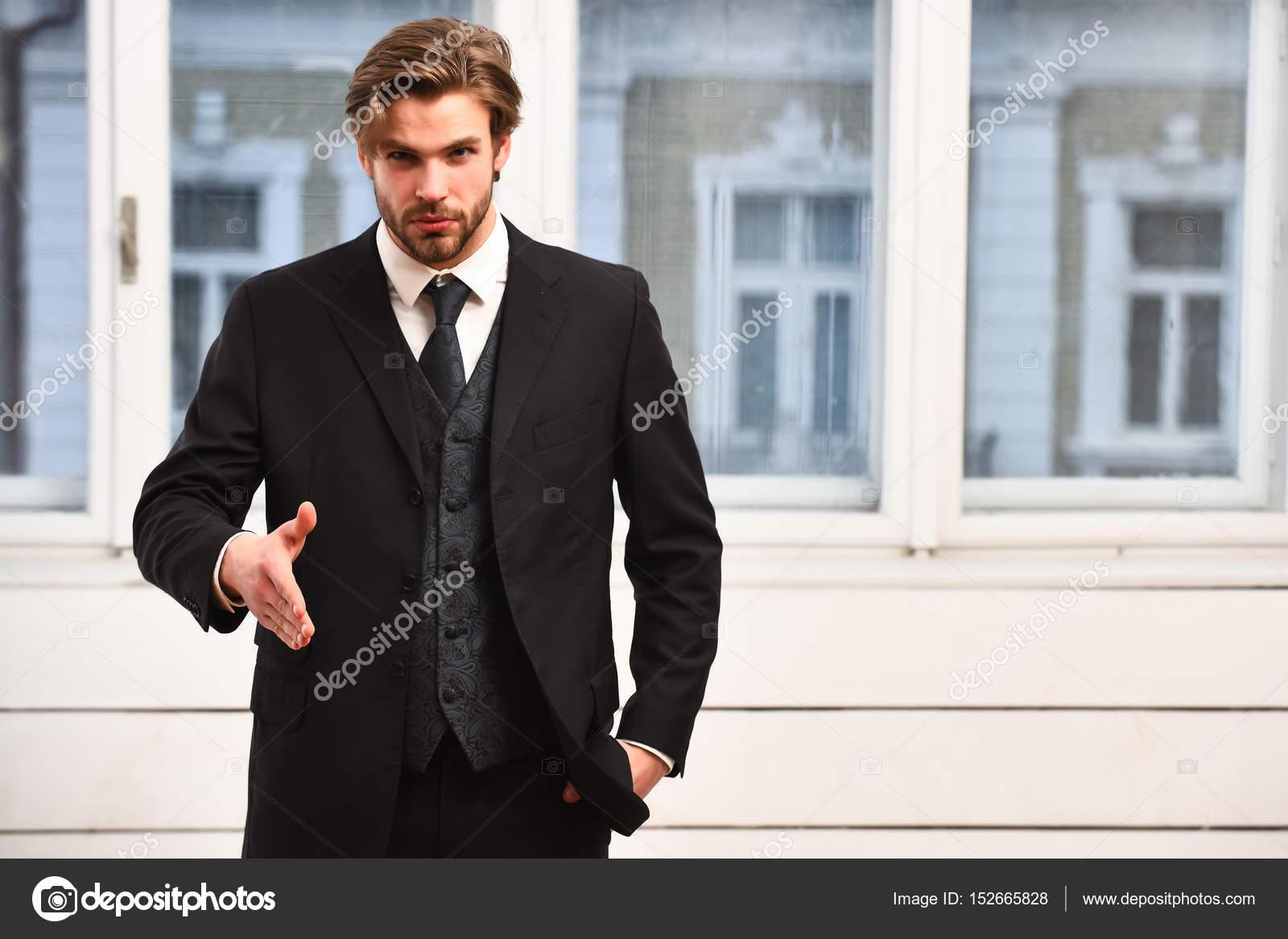 Mann Angebot Zusammenarbeit Mit Ernstem Gesicht In Schwarze Jacke