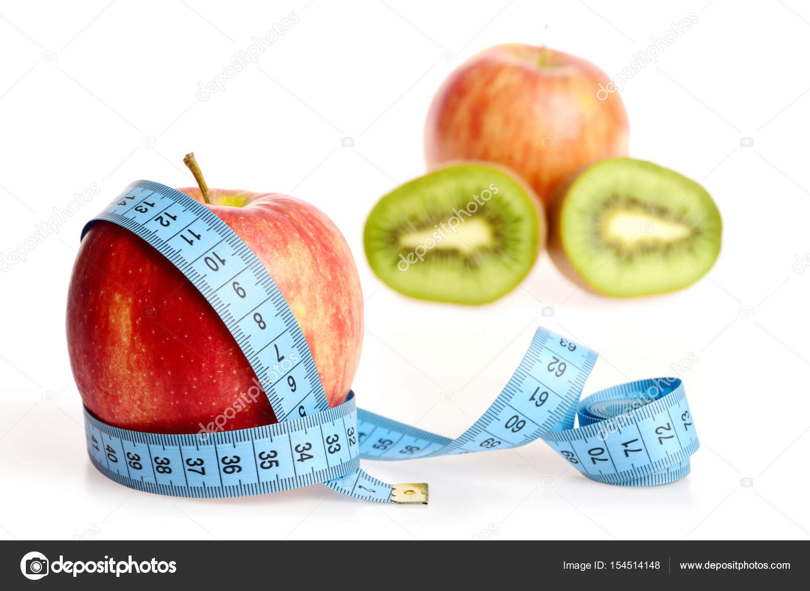 Manzana de color rojo fresco con cinturón con azul cinta métrica ...