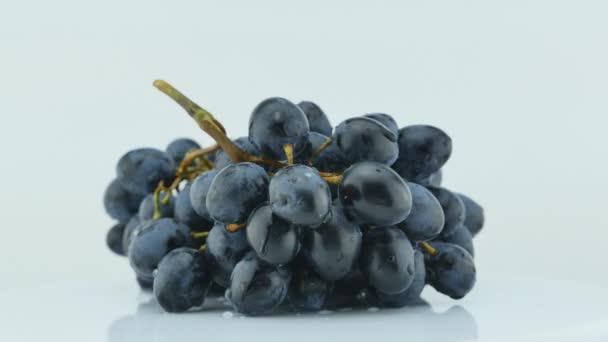 Fekete szőlőfürt, a fehér, forgatható 360 fok, 4k