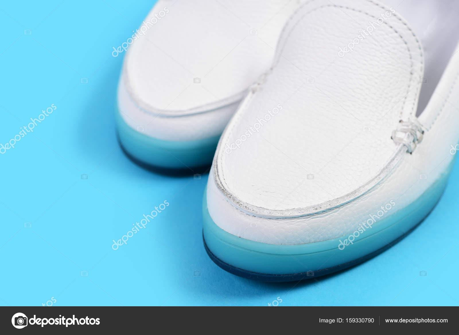 25ed0e78d3f Χαμηλό τακούνι παπούτσια σε στυλ αθλητικών. Ζευγάρι γυναικεία ...