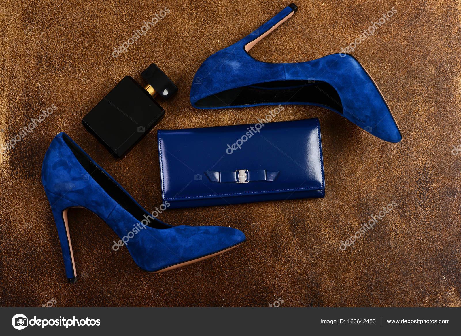 Scarpe Foto Tacco — Blu In Alto Frizione E Scuro Profumo Colore rrvS1q7wR