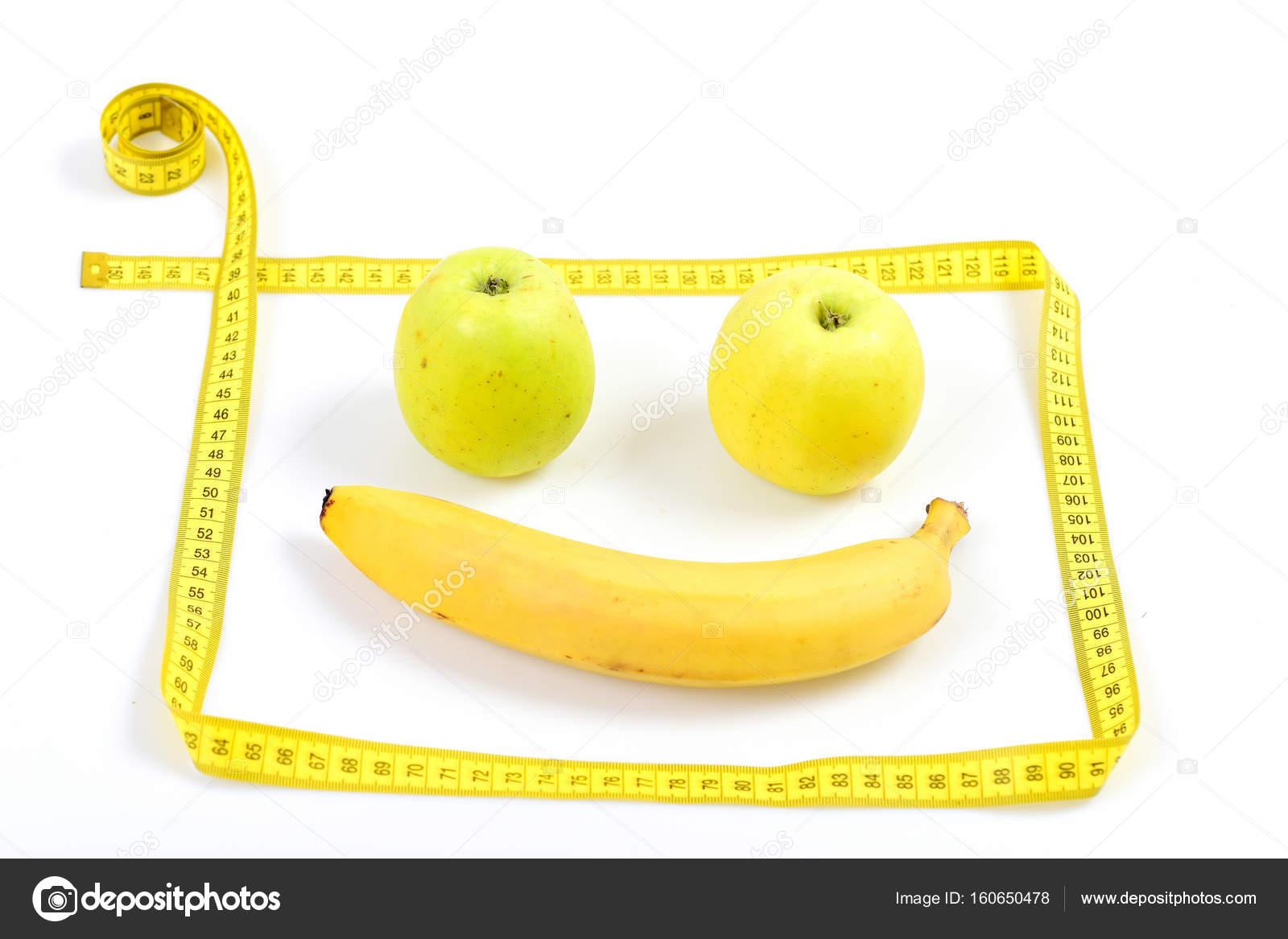 Emoticono hechas de fruta y marco de cinta de medición — Fotos de ...