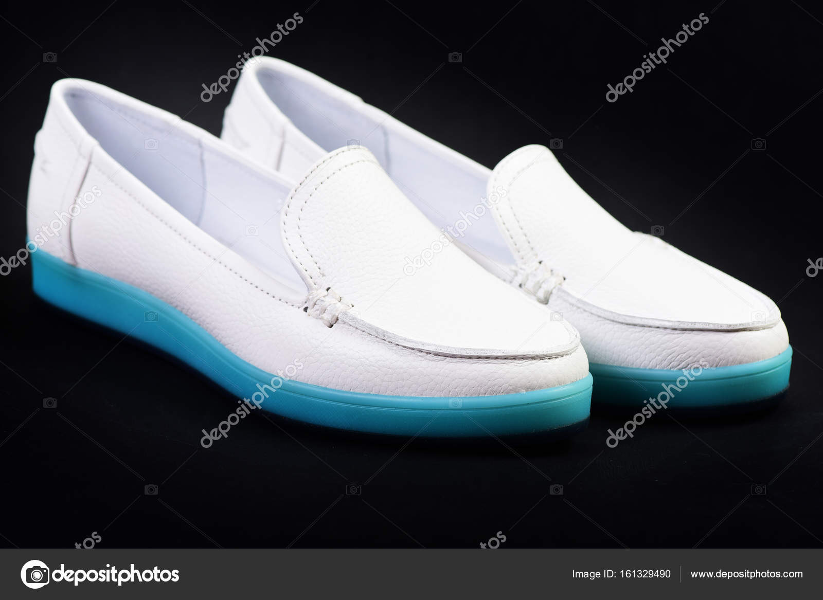 9c8a072536d Γυναικεία Μοκασίνια σε λευκό χρώμα. Ζευγάρι γυναικεία δερμάτινα ...