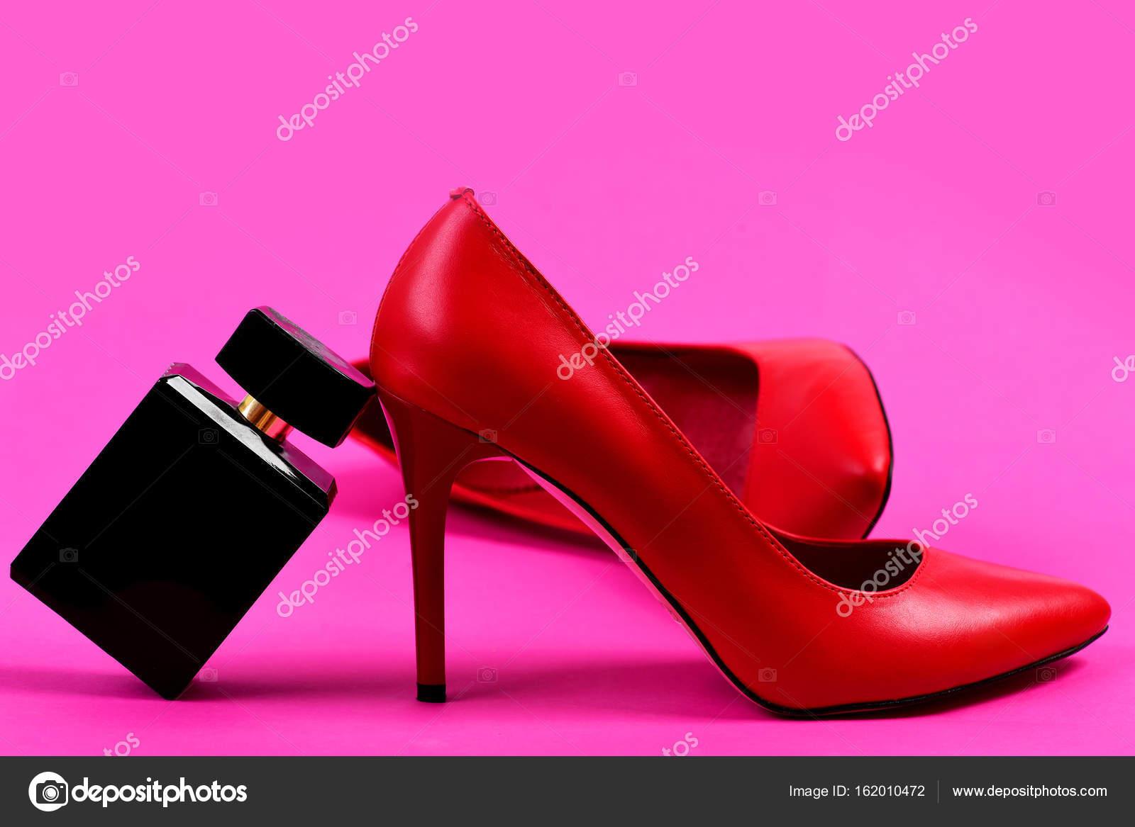 Parfum Comme Mode Chaussures Et Concept À Avec Talons Hauts PiuXOkZ