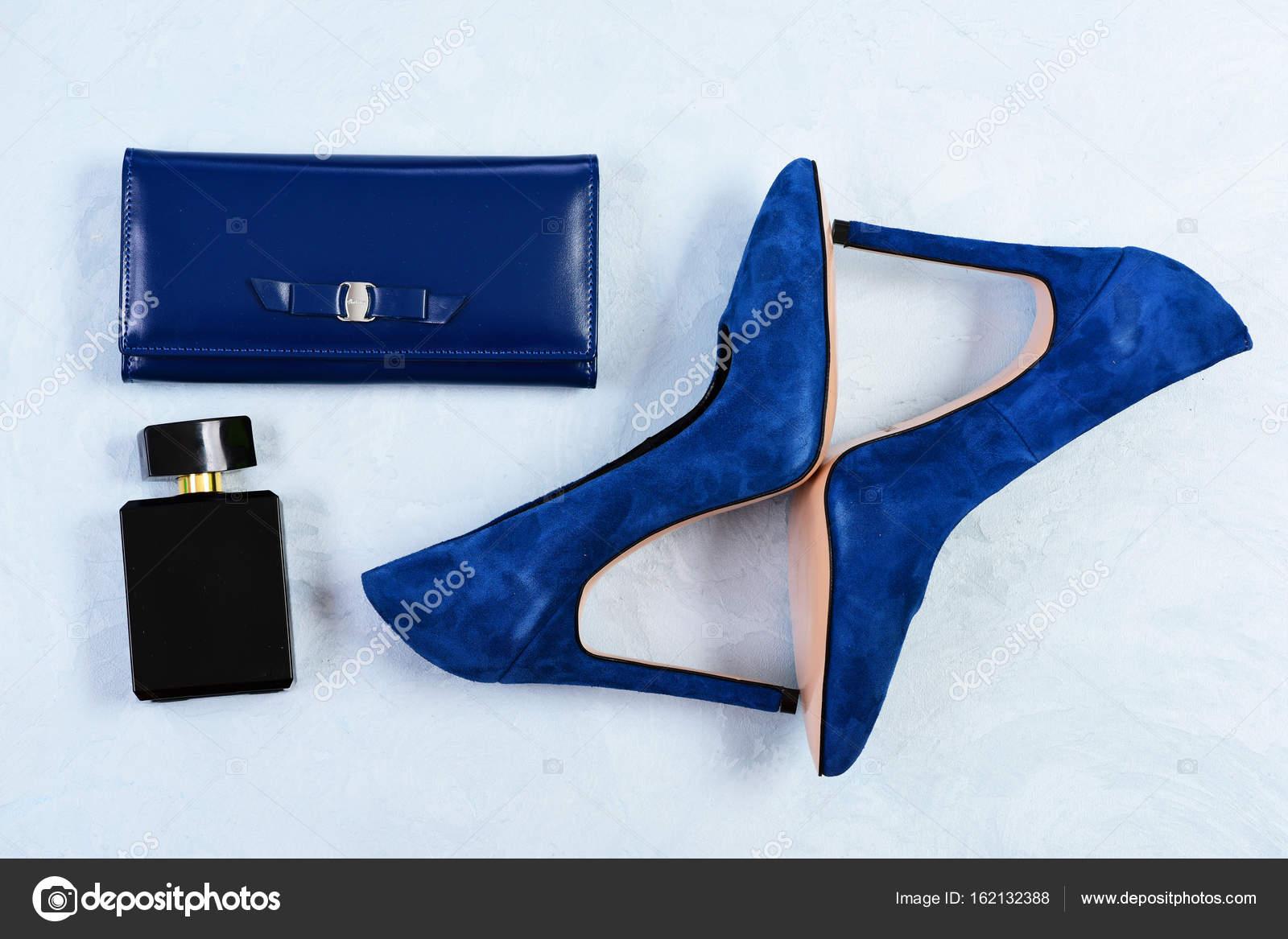 c0c0463a174 Ζευγάρι γυναικεία παπούτσια φανταχτερό σουέτ, topview. Παπούτσια και ...