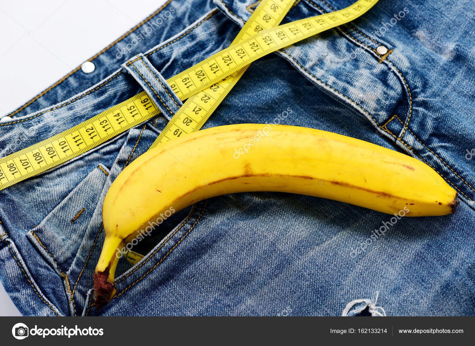 Jeans mit Banane, die männliche Genitalien zu imitieren — Stockfoto ...