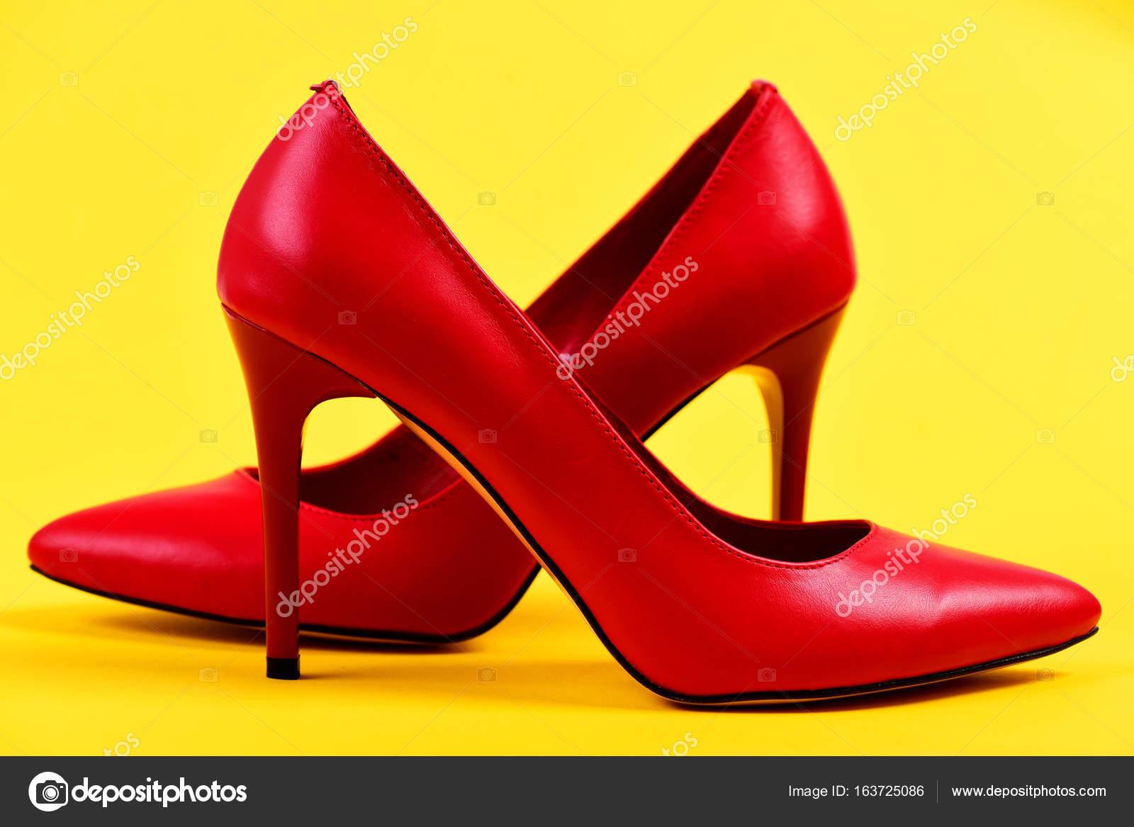 Donne accessori  coppia di eleganti scarpe tacco alto — Foto Stock ... 51d886f94f8