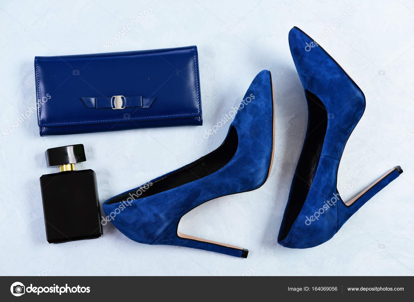 perfume de mujer zapato negro