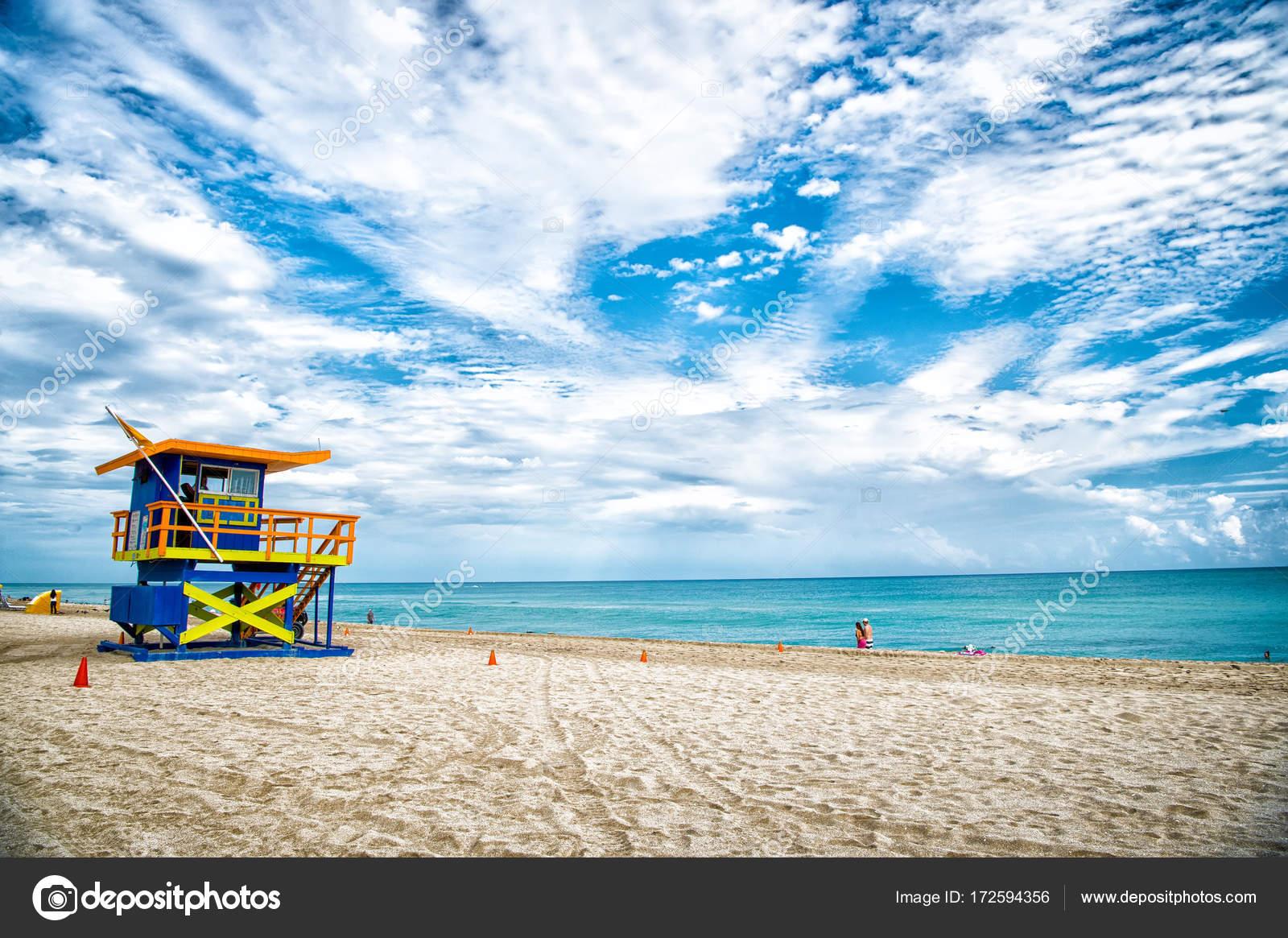 cd1ad04a8369 Plavčík věž pro záchranu baywatch na pláži v Miami, Usa — Stock ...