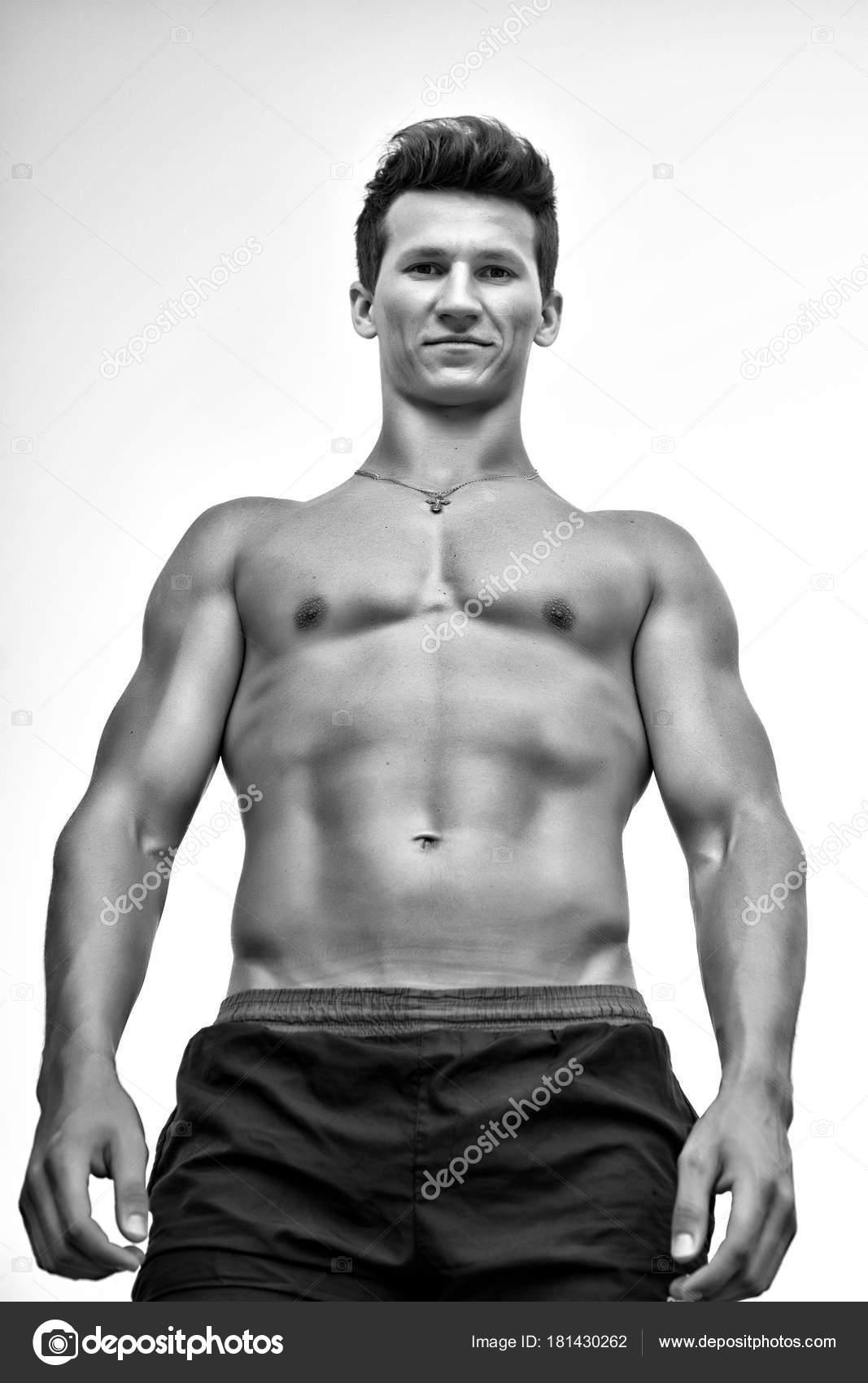 Mann Mit Nacktem Muskulösen Oberkörper Sportler Mit Starken Händen ...