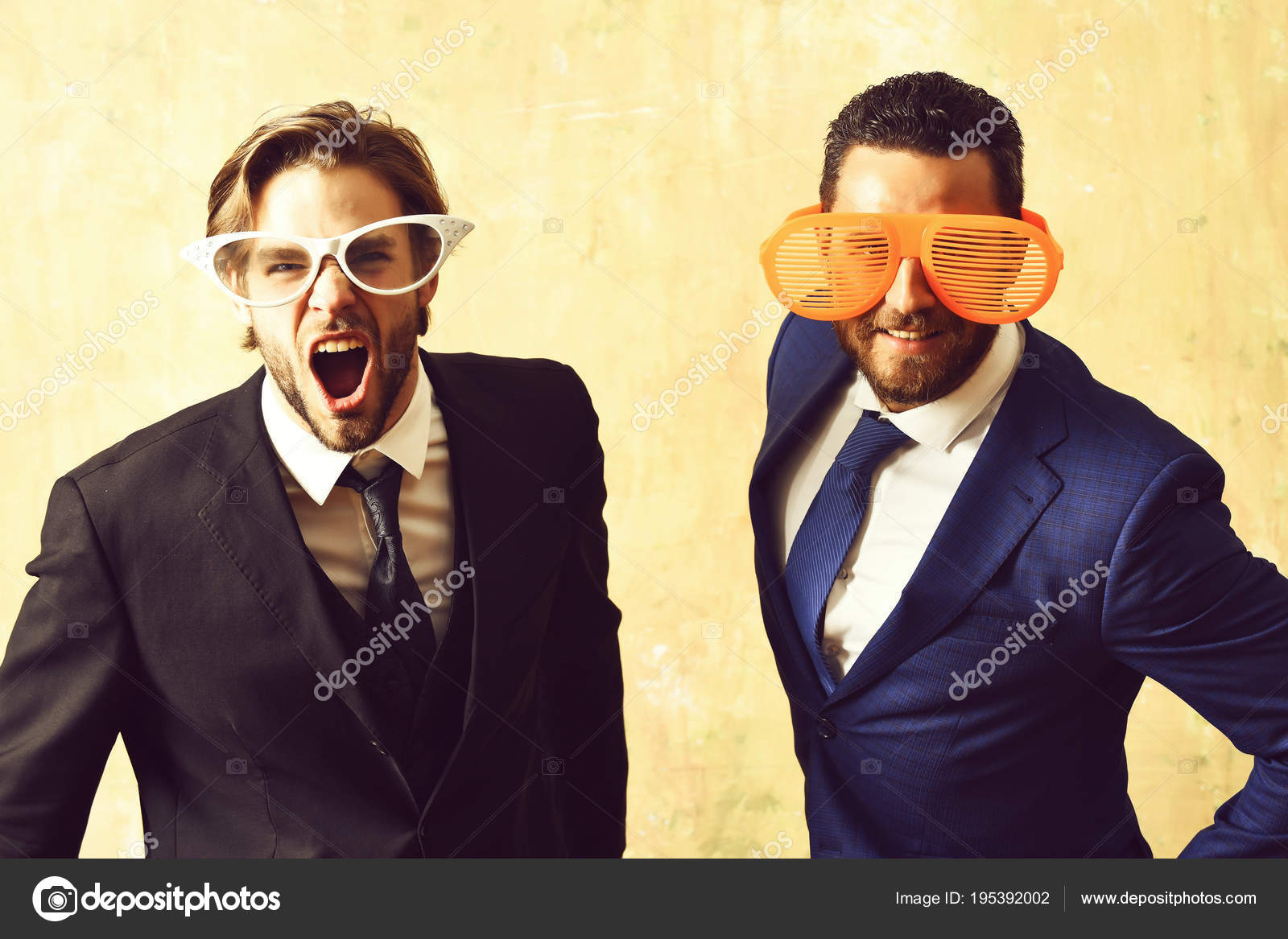 Ufficio Elegante Vita : Concetto di vita dellufficio. uomini daffari barbuti attraente con