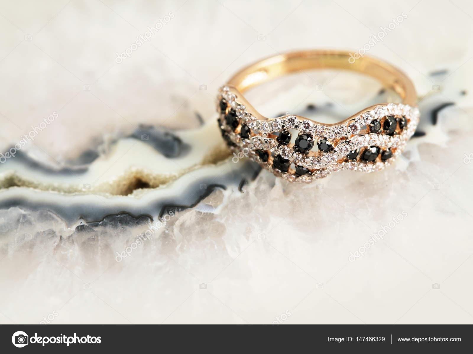 Κομψά Γυναικεία Κοσμήματα δαχτυλίδι κόσμημα πολύτιμων λίθων πέτρα διαμάντια  — Εικόνα από elenstudio 5837959bb5c