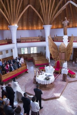 Cskszereda Miercurea Ciuc, April 21, 2018 Wedding at the Millennium Temple. Blessings with raised arms.The altar in the axis of the temple symbolizes Christ, with light coming from the glass dome.