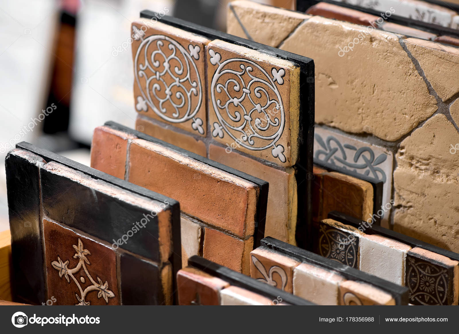 Close collezione ceramica piastrelle decorative dell annata u foto