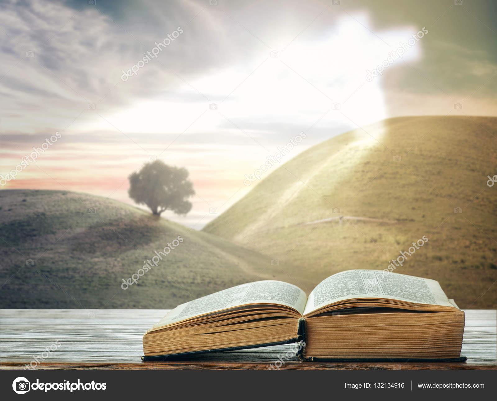 Imágenes Biblias Abiertas Con Paisajes Biblia Abierta Contra