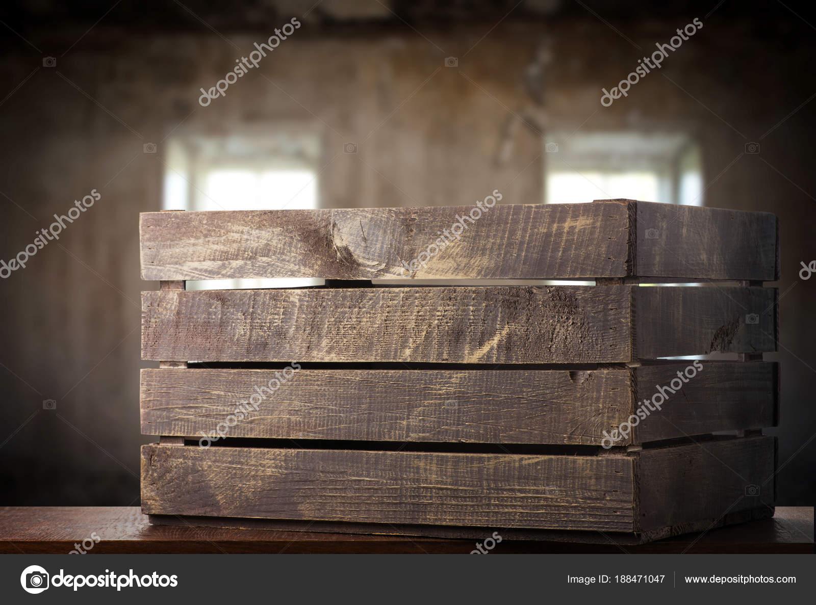 Oude houten doos houten tafel u stockfoto olegkrugllyak