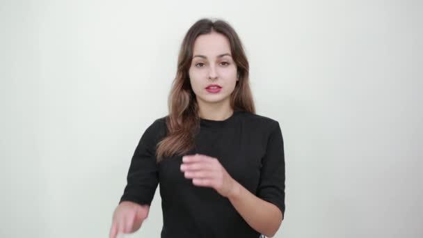 Müdes Mädchen zeigt Hände Zeichen der Pause, Pausen, Stopp
