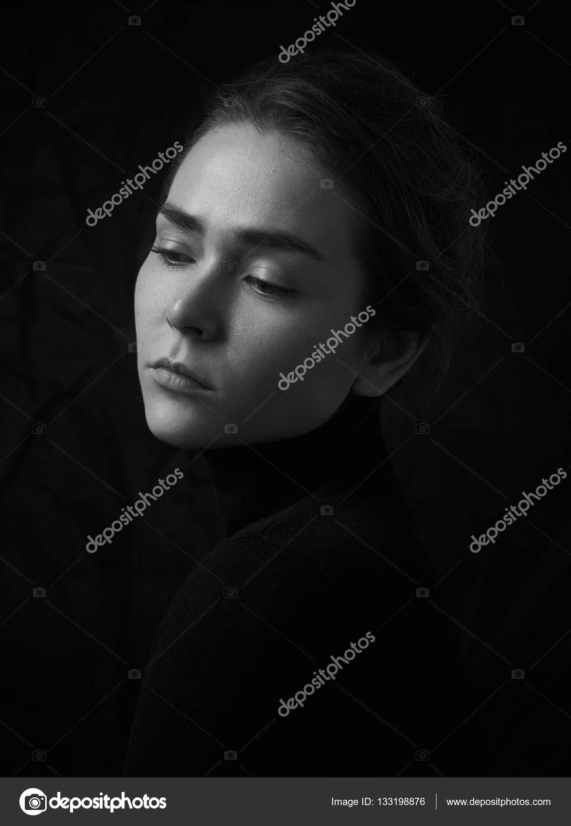 Dramatic black and white portrait of young beautiful girl ...