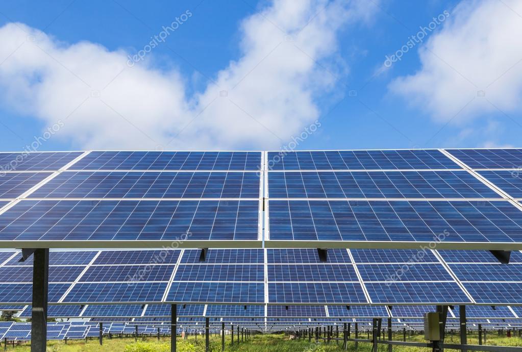 pannelli solari fotovoltaico in stazione di energia solare