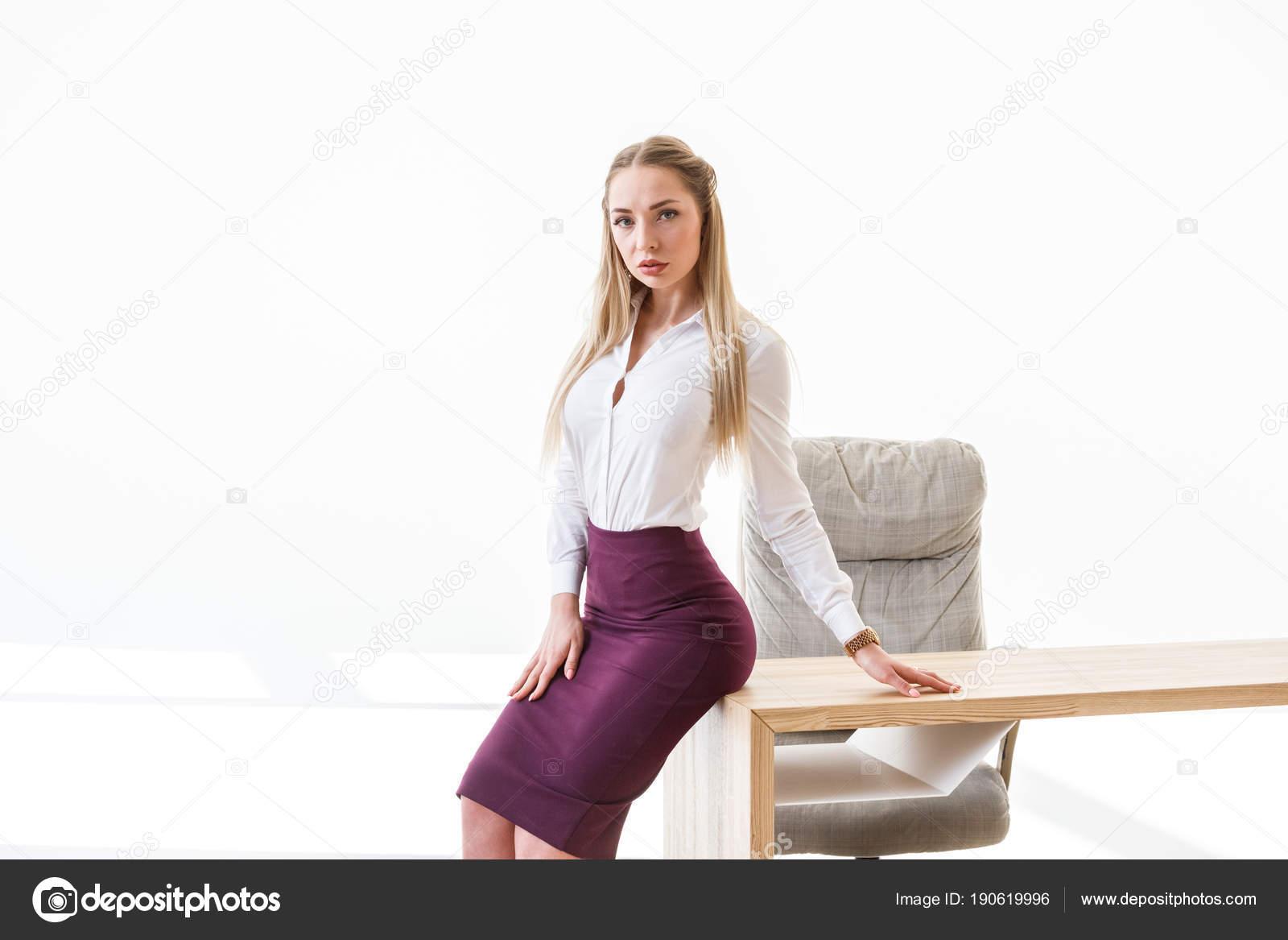 seksualnaya-blondinka-v-plate-v-ofise-vorovku-nakazali-v-zhopu-porno