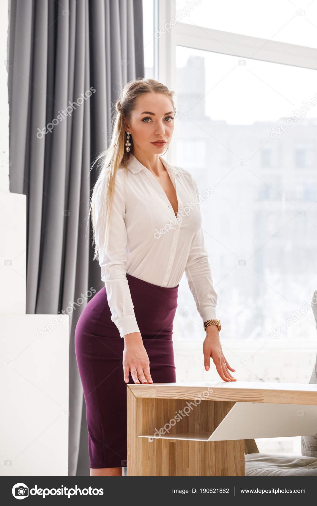 seksualnie-devushki-ofisa