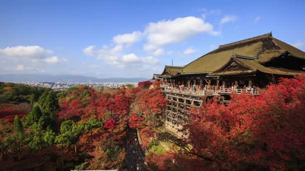 Kiyomizu-dera Temple na podzim s modrou oblohu, Kjóto, Japonsko