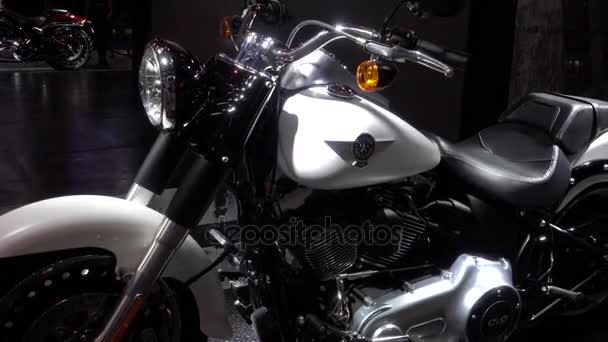 28. března 2017. Bangkok, Thajsko. Moderátor s Harleydavidson motorku 38 Bangkok International Auto Show v centru dopad.
