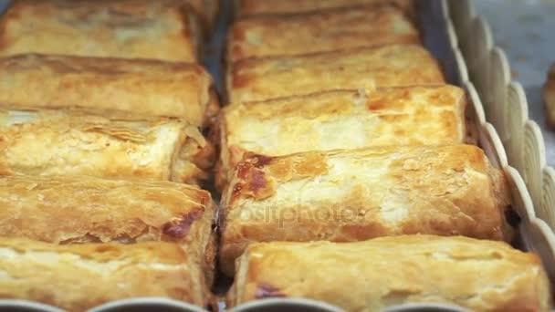 zásobník plněné listové těsto v pekárně