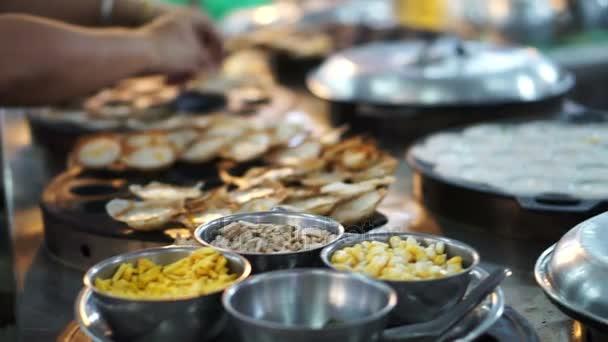 Petra Krok, Thajská místní dezert, kokosové mléko a mouku. Společné jídlo k snídani, prodej na všech trzích