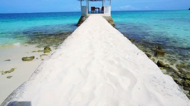 Krásný altán bílý písek výhledu na moře Maledivy