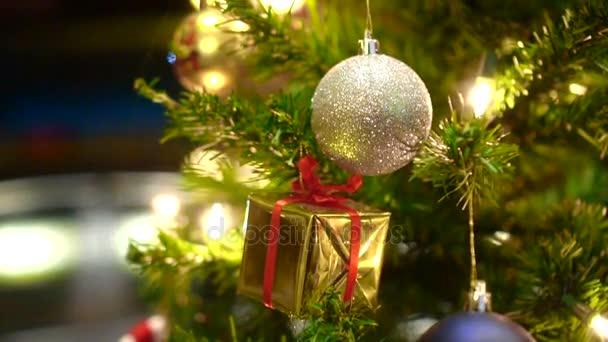 Weihnachtsschmuck Dekoration Baum in der Nacht Gold Licht