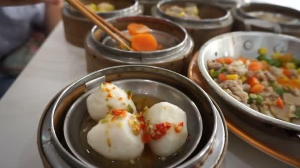 Homályos Sum Phuket Thaiföldön A kínai befolyásolják az evés evőpálcikával