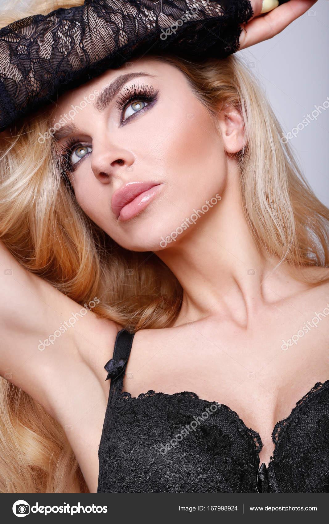 nahé blond modely
