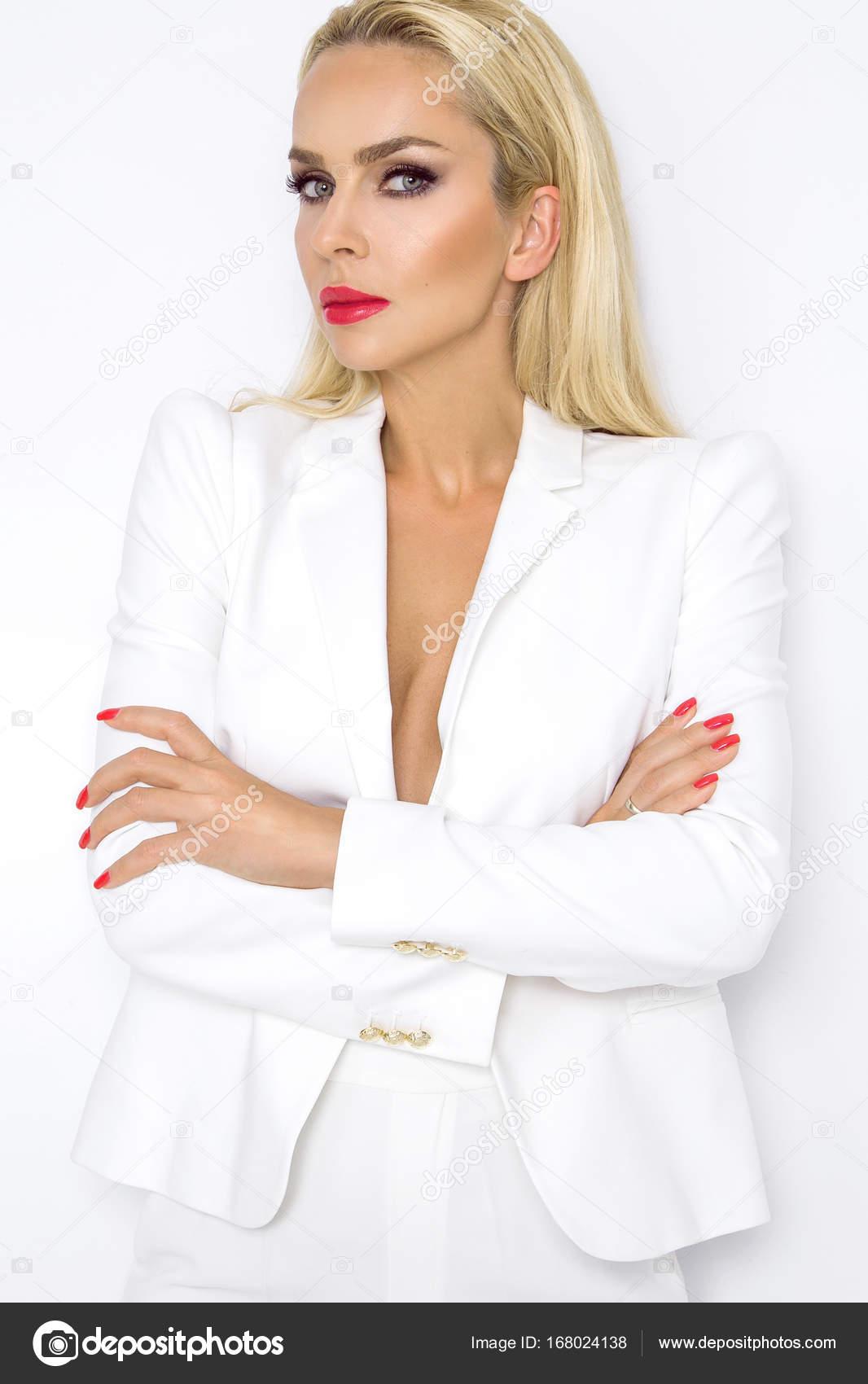 buy popular 028e0 9dbdb Donna di affari elegante in una giacca che tiene una ...