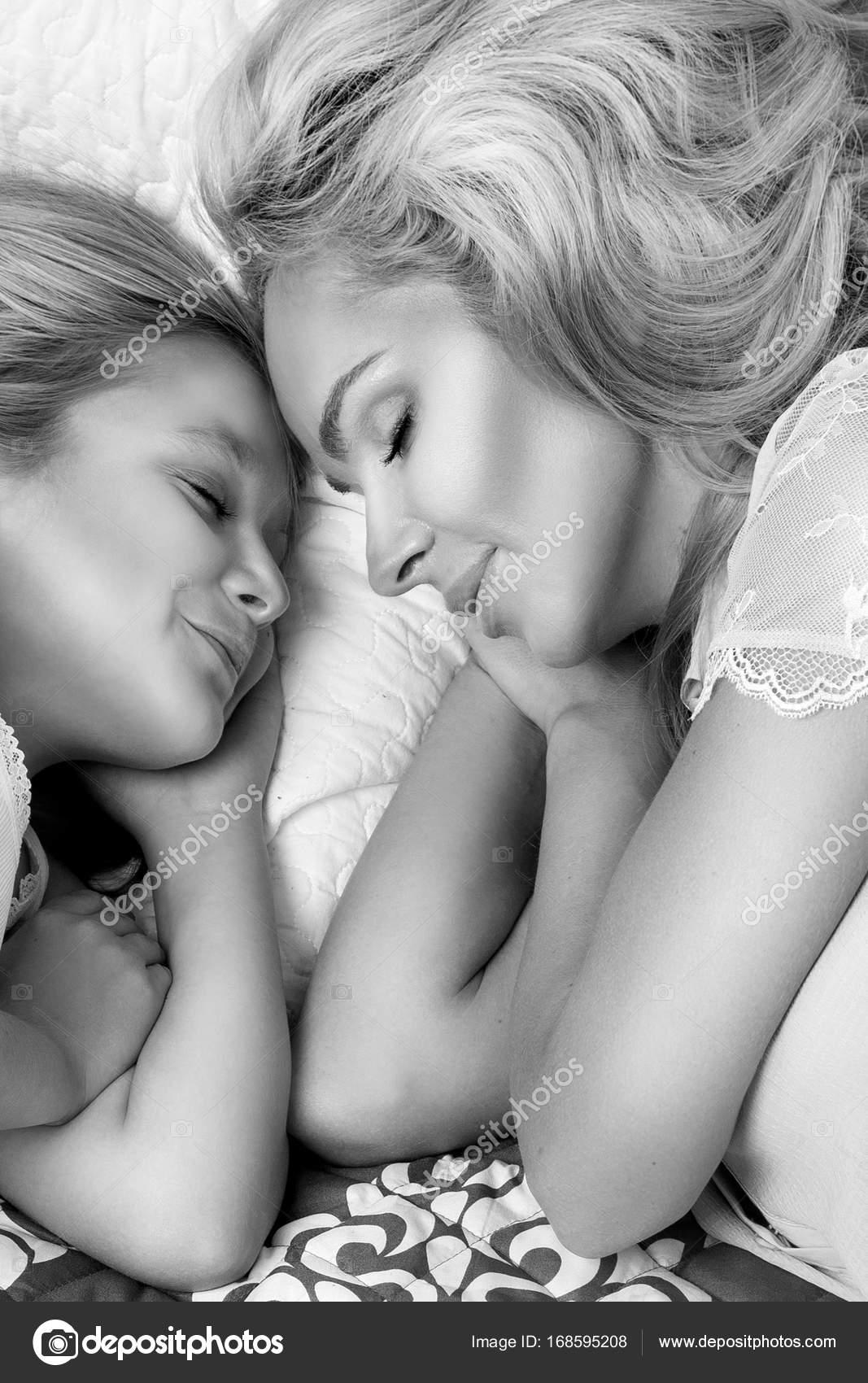 Imágenes Parejas Tiernas Durmiendo Retrato De La Hermosa Mujer