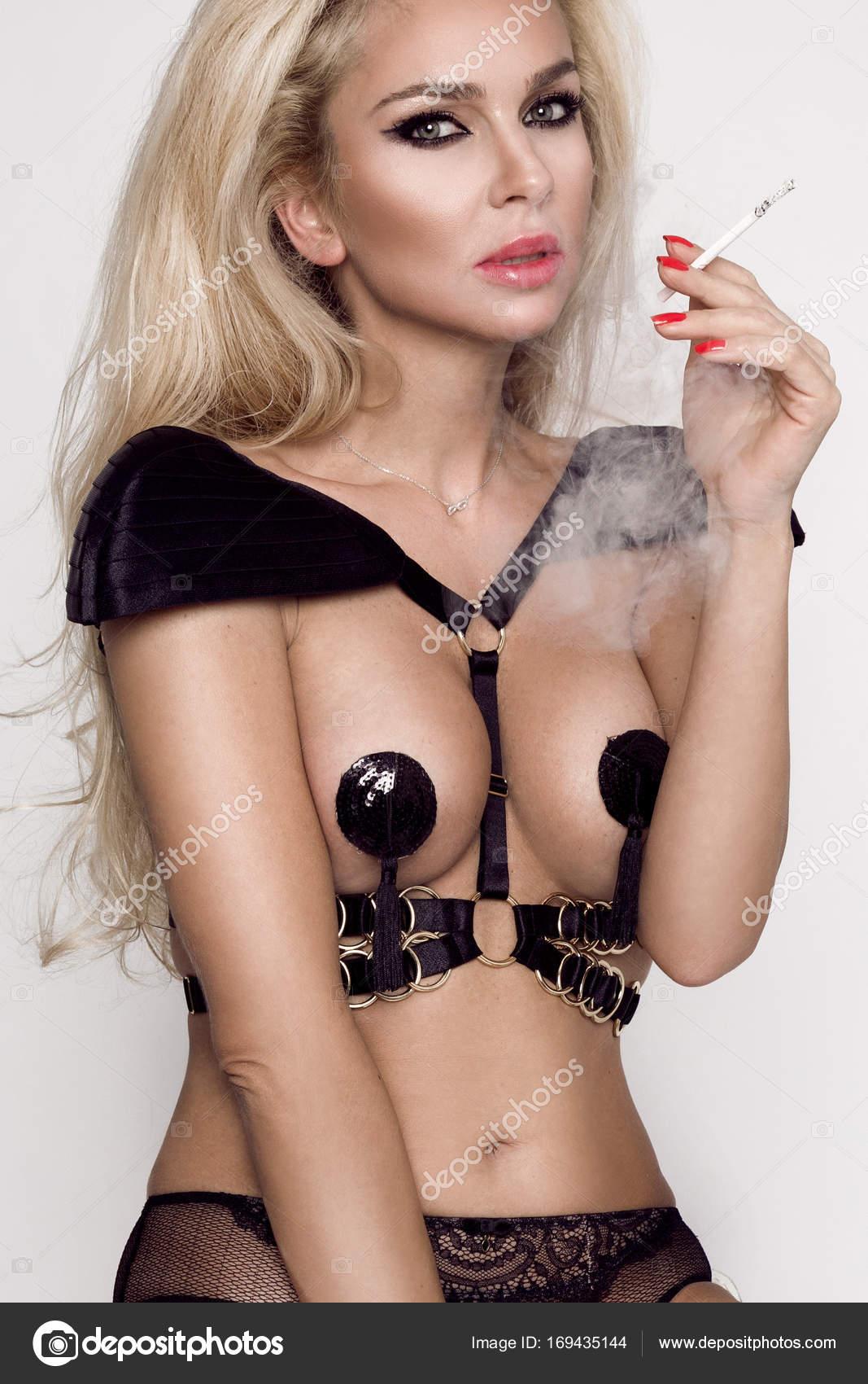 Erotické fotografie kouření