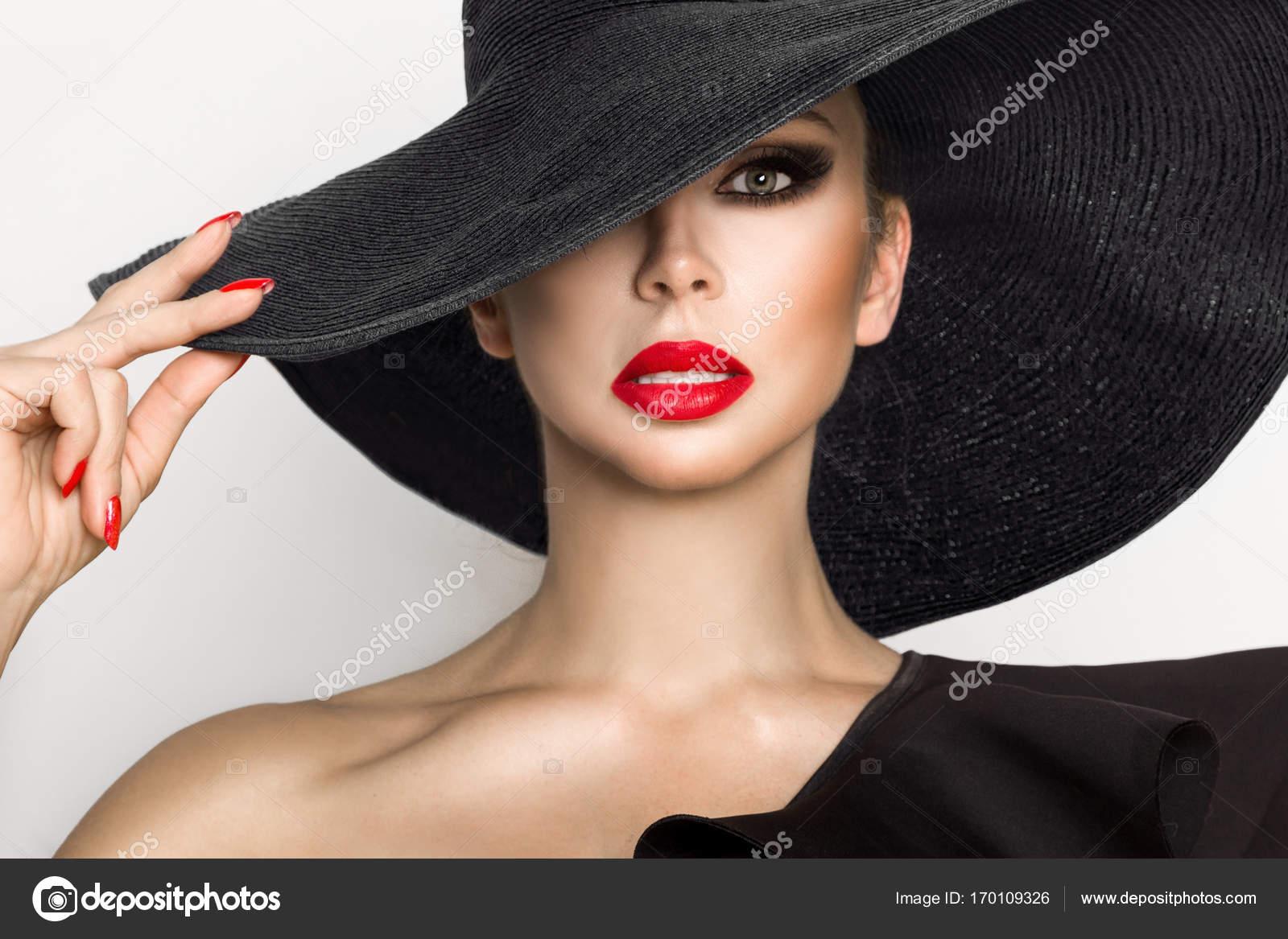 Ritratto Di Labbra In Una Cappello Un Elegante Rosso E Donna Su ff1Uqdxr