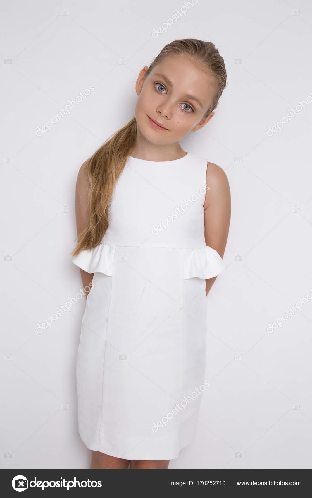 b754c2290d5 Belle blonde jeune mannequin