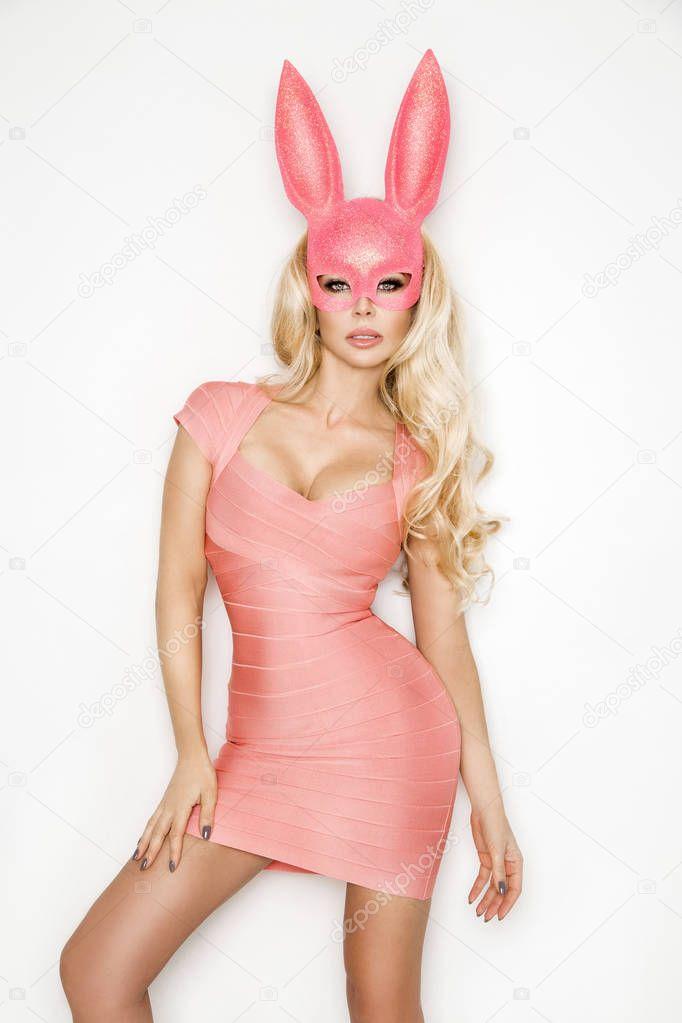 консультант в розовом кролике фото дом композиторов