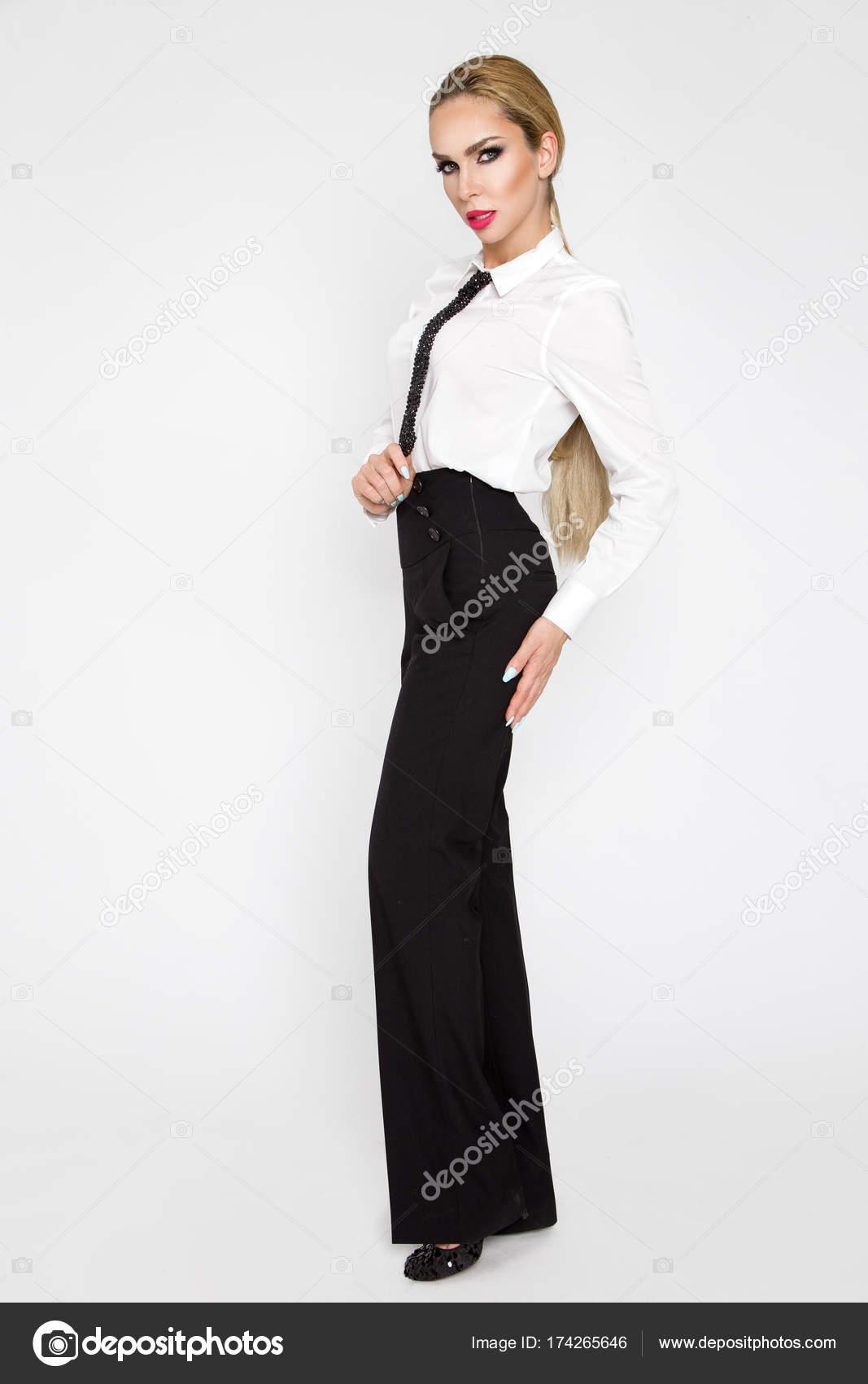 Hermoso, elegante y sexy rubia modelo mujeres vestidas con camisas ...