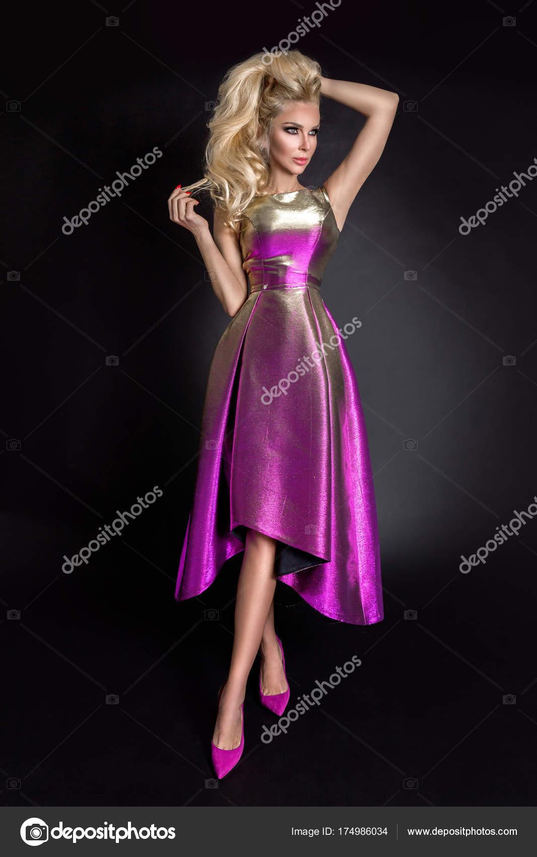 Mujer Rubia Hermosa Sexo Con Una Máscara Carnaval Cara Vestido ...
