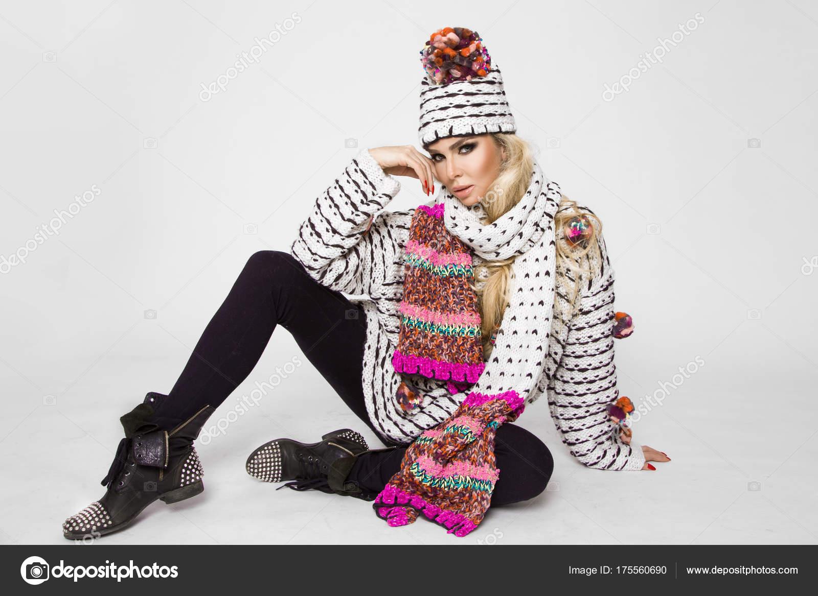 Retrato Hermosa Mujer Con Rostro Perfecto Invierno Sweter Tapón ...