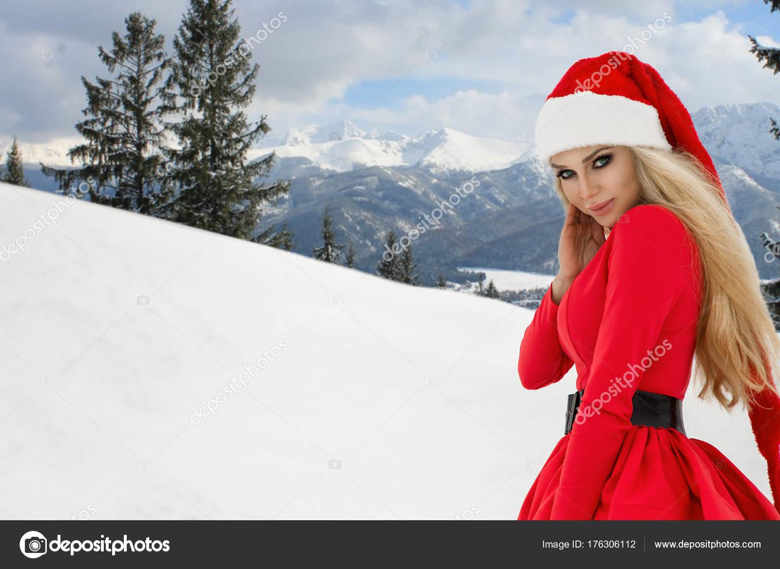 Hermosa Mujer Rubia Sexy Con Vestido Rojo Sombrero Santa Fondo ...