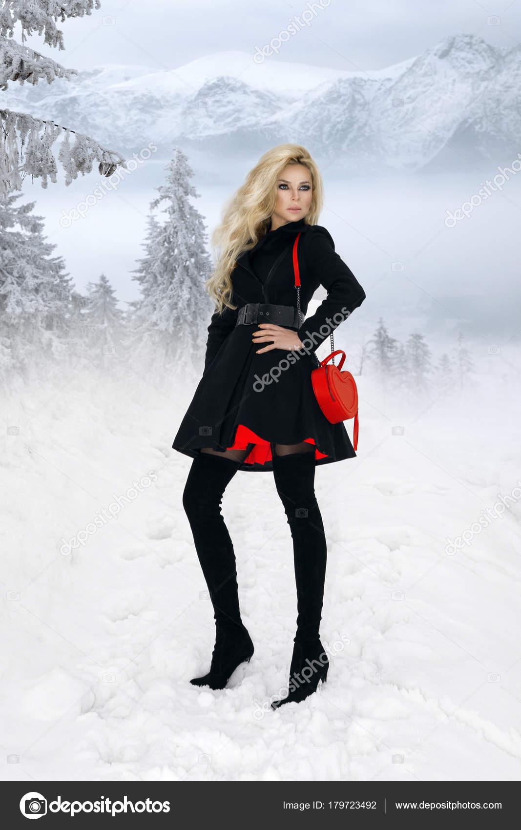 Schöne Eine Elegante Blonde Frau Einen Wintermantel Rote Und LzVSUGqMp