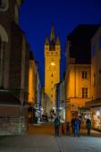 Straubing, Deutschland - März 2020: Der Blick auf die Altstadt von Straubing in Bayern am Abend