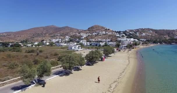 Přelet nad pláží ostrova řecký ostrov Ios Cyclades, Řecko