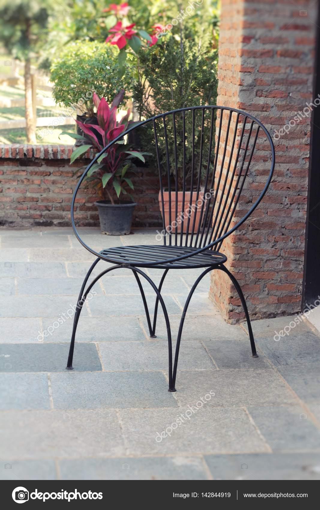 Holzstühle In Der Garten Vintage Stil Stockfoto Seagamess 142844919
