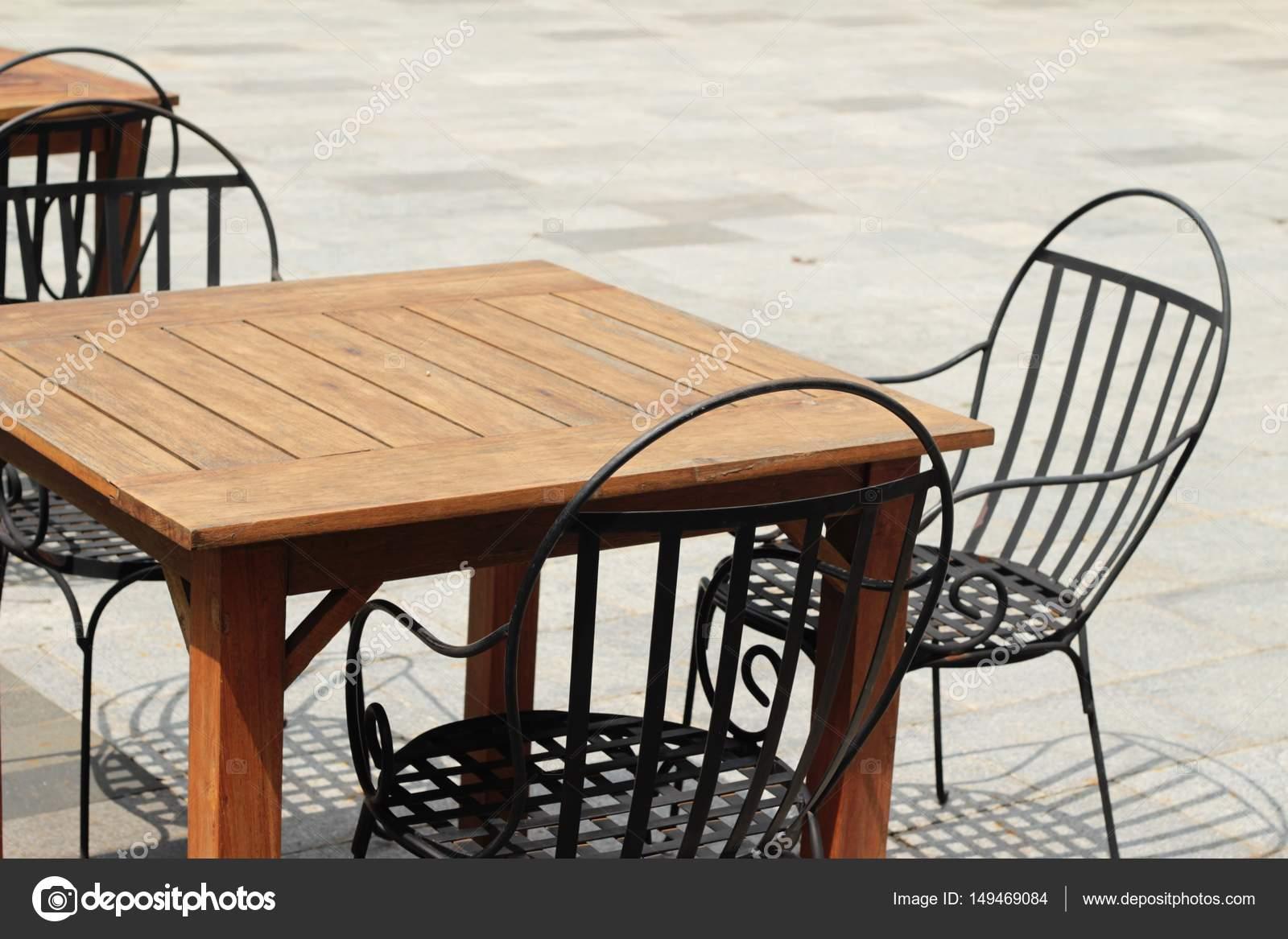 Holzstühle In Der Garten Vintage Stil Stockfoto Seagamess 149469084