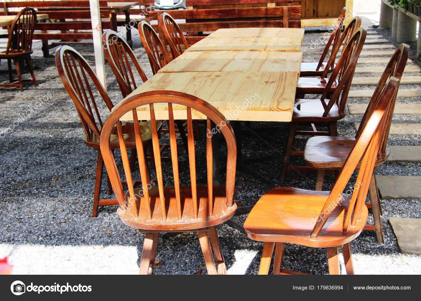 Dining Stoelen Tuin : Houten stoelen in de tuin vintage stijl u2014 stockfoto © seagamess