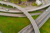 Légifotók a városi autópálya kereszteződések. Közúti járművek útjába